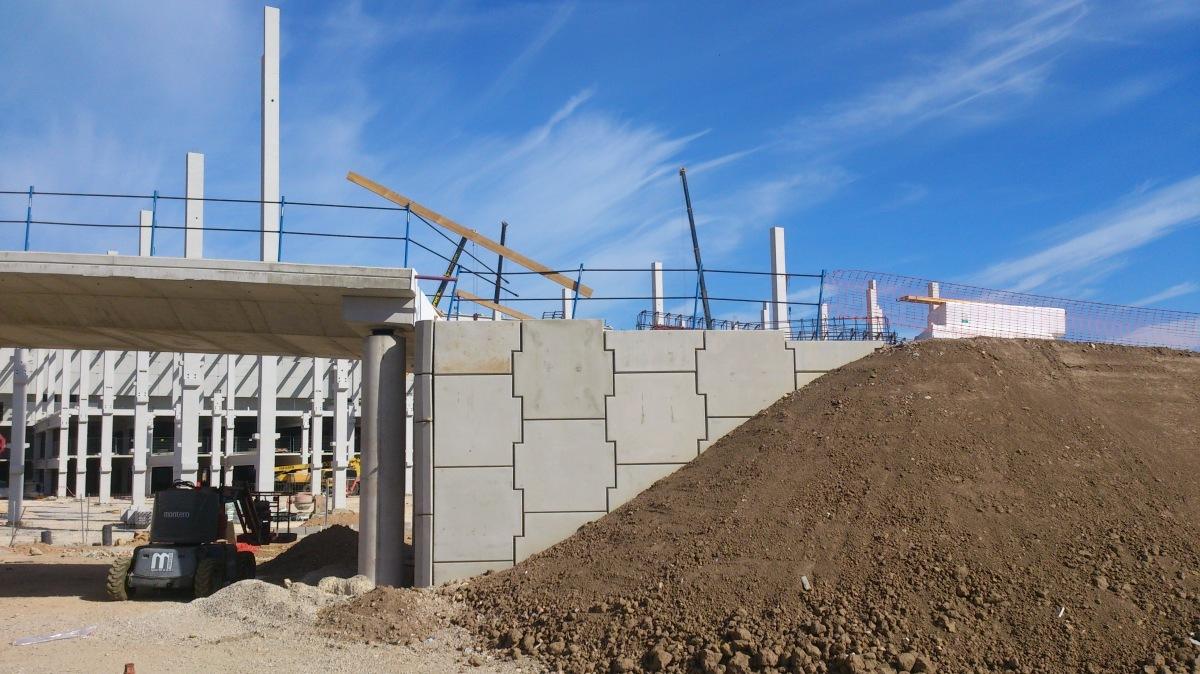 Construcción de muros de contención de tierras.